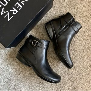 Naturalizer Colette Black Leather Ankle Bootie 7